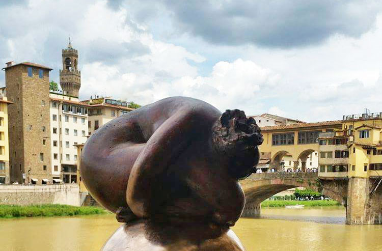 """""""Sulla luna"""" a Firenze davanti a Ponte vecchio"""